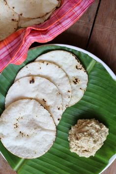 Akki roti with Ellu pajji is a classic breakfast fare among Kodava food recipes. Flat bread made with cooked rice is served with roasted sesame seeds chutney and a dash of honey.