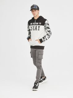 Inside sweatshirts and hoodies for men. Buy youth fashion at Inside online store. New collection! Vertical Striped Shirt, Vertical Stripes, Printed Sweatshirts, Mens Sweatshirts, Hoodies, Inside Shop, Men Shirt, Pajamas Women, Fitness