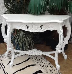 ORNATE FRENCH  STYLE WHITE PAINTED SHABBY CHIC CONSOLE / HALL TABLE