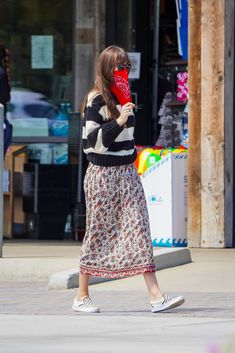 June 28, 2020 | Dakota shopping in Malibu. #dakotajohnson Dakota Style, Dakota Johnson Style, Dakota Mayi Johnson, Star Fashion, Womens Fashion, Christian Grey, Celebs, Celebrities, Jamie Dornan