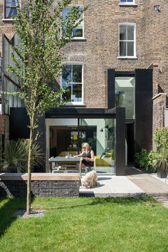 Building a new house? Renovating your house? Want to change your window frame? House Extension Design, Extension Designs, Glass Extension, House Design, Beautiful Architecture, Modern Architecture, Style At Home, Black Window Frames, Townhouse Garden