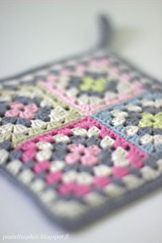love these colors for a blanket Crochet Cozy, Love Crochet, Baby Blanket Crochet, Diy Crochet, Crochet Bunting, Crochet Squares, Crochet Granny, Knitting Patterns, Crochet Patterns