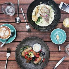 Back to #Melbourne and found a decent brunch spot right below our #airbnb apartment. Couldn't ask for more! Must try the Baramundi & Piccolo at @operator25cafe.  #InijieMelbourne #breakfastinmelbourne #melbournefood #inijiegram #food #TableToTable #kuliner #culinary #coffee #HobiKopi #australianlife