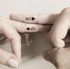 30 Best Couple Tattoo Design Ideas with Meaning and Tattoo Design Gallery of for Soulmates including Matching Identical Creative Tattoos for Lovers Tattoo Ringe, Herz Tattoo, Tattoo Motive, Traditional Wedding Rings, Best Couple Tattoos, Paar Tattoos, Queen Tattoo, Tattoos For Lovers, Matching Tattoos