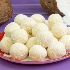 "Multe, rapid și ieftine - bomboane ""Raffaello"" - savuros.info Romanian Food, Filipino Desserts, Vanilla Cake, Food And Drink, Sweets, Sugar, Cookies, Baking, Facebook"