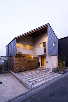 Stripy metal panels wrap the exterior of this Japanese house that architect Takeru Shoji has named after a cardigan Roof Design, Exterior Design, House Design, Residential Architecture, Interior Architecture, Dezeen Architecture, Japanese Modern House, Facade House, Image House