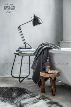 Lamp by the tub © Paulina Arcklin Rustic Bathrooms, Modern Bathroom, Design Bathroom, Bathroom Inspiration, Interior Inspiration, Natural Bathroom, Interior Architecture, Interior Design, Modern Rustic Homes