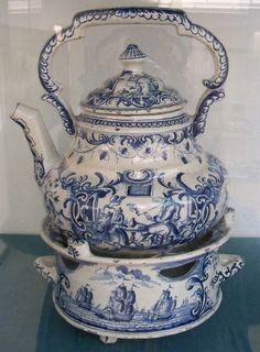 Delft teapot & warmer