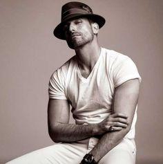 Rafael Amaya está en todos lados. El actor se encuentra en uno de los puntos más elevados de su carrera gracias al cariño de sus fans. Desde su incursión en la serie El señor de los cielos, el actor s