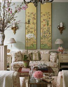 爱 Chinoiserie? Mais Qui! 爱 home decor in Chinese Chippendale style - iving room with chinoiserie panels