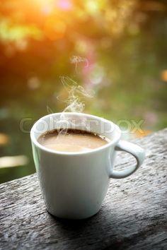 Stock foto ✓ 16 mio. billeder ✓ Billeder til web og print i høj kvalitet | Stock foto af 'copyspace, coffee bean, coffee'