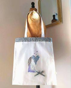 En partenariat avec @bullederiz, Rêves d'enfant vous propose plusieurs de ses illustrations sur des totebags de belle qualité, à agrémenter avec plusieurs choix de tissus pour la bordure et le petit noeud ! Possibilité de personnaliser votre sac avec une broderie pour un message de votre cru !  Travail à la main pour 33,5 Euros hors frais de port. #fetedesmeres #cadeaupersonnalisé #cadeaumaman #revesdenfant Creations, Reusable Tote Bags, Illustrations, Trend Accessories, Hair Bow, Group, Fresh, Illustration, Illustrators