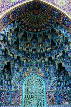 Saint Petersburg Mosque. Maiolica of portal, in the form of Muqarnas.