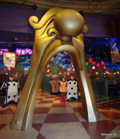 Queen of Hearts Banquet Hall in Tokyo Disneyland!