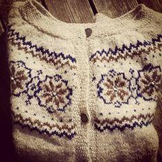 Instagram photo by opagerfrua - Lev landlig koften strikket i finull fra Rauma garn. Korslig med kofter så det blir nok flere #kofter #levlandlig #raumagarn #strikking #knitting #wool #yarn #homemade #strikkedilla #knittstagram