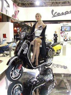 Vespa Girl, Scooter Girl, Motor Scooters, Vespa Scooters, Vespa Motorcycle, Italian Scooter, Chicks On Bikes, Mod Scooter, Piaggio Vespa