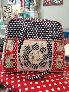 Librarian on Display: Quilting: Weekender Bag Tutorial. Amy butler, sewing, quilt, diy bag, Bonnie and Camille, swoon, April showers, step by step, how to make a bag, how to make piping, weekender