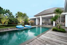 De #jour comme de #nuit, profitez de cette superbe villa avec sa grande #piscine !