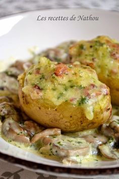 My cooking with my ideas .: Potatoes stuffed with bacon and Reblochon . Crockpot Recipes For Kids, Beef Recipes For Dinner, Lunch Recipes, Salty Foods, Healthy Salad Recipes, Food And Drink, Stuffed Potatoes, Omelettes, Creamed Mushrooms
