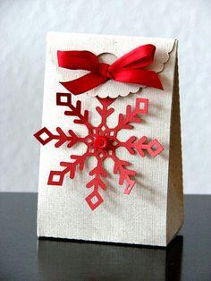 Snowflake Treat Box - what a happy!  :)