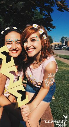 Flower crowns, letter signs, and Bid Day vibes Face Painting Designs, Body Painting, Neon Face Paint, Hippie Face Paint, Football Face Paint, Sorority Bid Day, Sorority Life, School Spirit Days, Football Spirit