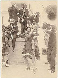 Jazz...I can almost hear the music spilling toward me from this picture.