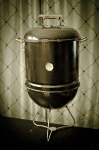 DIY mini smoker from weber smokey joe. Diy Smoker, Diy Heater, Weber Kettle, Smokey Joe, Smoke Grill, Outdoor Cooking, Outdoor Grilling, Grill Master, Charcoal Grill