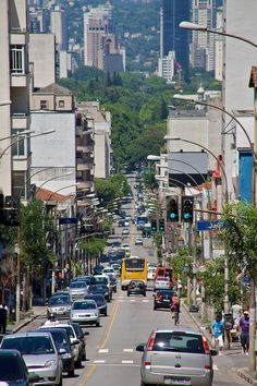 The Augusta street, in Sao Paulo, connects the city centre with the luxurious neighborhood of Jardins. In the blocks between avenida Paulista and the centre you can find a lot of alternative bars, nightlife, art and good music! Rent a Local Friend to take you there!Rua Augusta, São Paulo