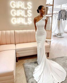 Sorry not sorry, so obsessed with madewithlovebridal s new ultra-super-absolutely flattering Bella gown Photo via lovelybridedc . Sexy Wedding Dresses, Bridal Dresses, Wedding Gowns, Wedding Day, Bridesmaid Dresses, Wedding Bride, Princess Wedding, Wedding Tips, Wedding Bells