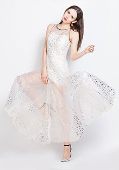 This needs to be somebody's wedding dress.