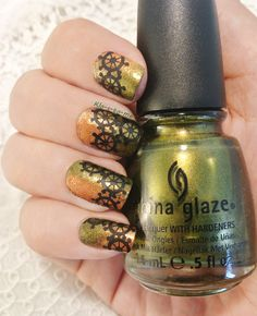 Steampunk ---  China Glaze Agro n°80619 (the Hunger Games collection) - China Glaze Harvest Moon n°80621 (the Hunger Games collection) - Essence Stampy polish