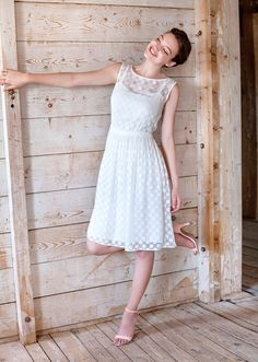 Feminine and fresh, this dress stands out with its charming neckline and playful transparency. The loose skirt flows gently with the body, while the self-tie bow adds subtle movement and a touch of romance. Tie Bow, White Dress, Romance, Feminine, Neckline, Bows, Touch, Fresh, Skirts