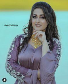 Girls Fashion Clothes, Girl Outfits, Dhoti Salwar Suits, Beautiful Asian Girls, Beautiful Women, Jli Kurdi, Beautiful Pakistani Dresses, India Beauty, Beauty Women