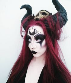 Looking for for inspiration for your Halloween make-up? Browse around this site for cool Halloween makeup looks. Demon Makeup, Witch Makeup, Sfx Makeup, Costume Makeup, Evil Queen Makeup, Ghost Makeup, Scary Makeup, Skull Makeup, Cool Halloween Makeup