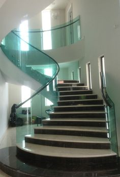 Inspiring home decor hacks and tips Unique Christmas Door Decorations, School Door Decorations, Stairs With Glass Panels, Glass Stairs, Unique Front Doors, Front Door Decor, Staircase Glass Design, Stainless Steel Stair Railing, Stair Paneling