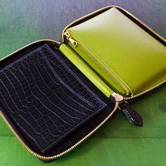 WEBSTA @ go_leathers - Making of a crocodile zipper wallet. #ordermade #bespoke #bespokeleather #leather #leathercraft #leatherwork #handstitch #handsewn #leatherwork #leathergoods #luggage #atelier #leathertool