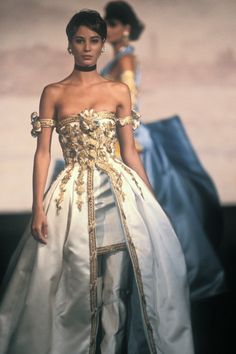 goals Marie Antoinette Christy Turlington - Discover Vintage Clothing & Accessories from Vintage Fashion Specialists Collectif & Be Inspired By All Things Vintage! Look Fashion, 90s Fashion, Runway Fashion, High Fashion, Fashion Show, Vintage Fashion, Fashion Outfits, Fashion Design, Fashion Weeks
