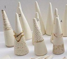 Peint en terre cuite bague cônes Single à la main par lepetitjewel