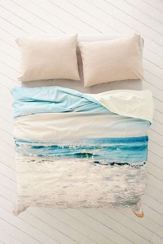 Find everything you need for your bed at UO. Shop duvet covers, quilts, comforters and bedding sets in floral, boho & tie dye patterns! Duvet Covers Urban Outfitters, Cheap Bed Sheets, Coastal Bedrooms, Coastal Living, Teen Girl Bedrooms, Girl Rooms, Dorm Decorations, Luxury Bedding, Sweetie Belle