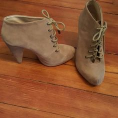 """Zara Booties (Final Price!) Adorable pair of Zara Boots. These are in almost new condition..only sign of wear is to the bottom soles.  3 1/2"""" heel with a hidden platform of 1 inch. Making these beauty's 4 1/2 inches high total.  Ships same or next day! Zara Shoes Ankle Boots & Booties"""