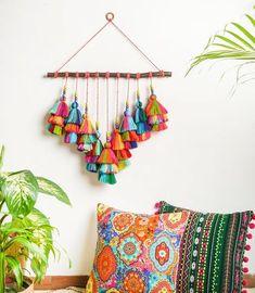 Diy Crafts For Home Decor, Diy Crafts Hacks, Diy Wall Decor, Diy Crafts To Sell, Fabric Wall Decor, Macrame Wall Hanging Diy, Wall Hanging Crafts, Macrame Design, Macrame Toran Designs