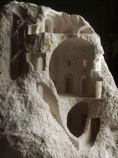 Structures architecturales miniatures sculptées dans des Pierres brutes par Matthew Simmonds (4)