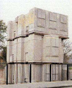 Rachel Whiteread / House, 1993 Sprayed concrete (located London, destroyed 1994)