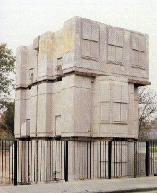 Rachel Whiteread / House, 1993 Sprayed concrete (located London, destroyed 1994)