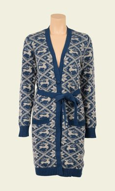 Het mag niet in je kast ontbreken; zo'n heerlijk lang vest, lekker warm en met een echte winterse print! Perfect voor een rustig avondje op de bank, maar ook heel mooi voor over een basic jurkje.