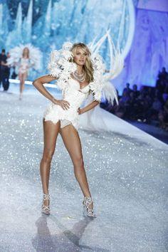 Victoria's Secret Fashion Show 2013: Snow Angel Behati 7