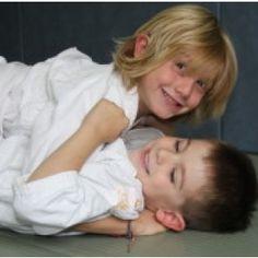 Le Baby judo est un cours de judo adapté aux plus petits de 3 à 5 ans. A cet âge, les enfants développent leurs aptitudes psychomotrices, c'est donc grâce au judo et à l'aide du professeur que ...