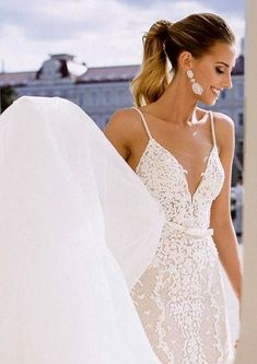 Used Berta Wedding Dress Perfect For Your Micro Wedding! Check Out Our Wide Range Of Pre-Loved Wedding Gowns And Find A Bargain Designer Wedding Dress.  #MicroWeddingDresses #UsedBertaWeddingDress #WeddingDressesForSale