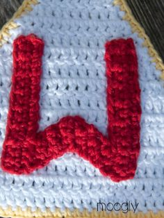This free crochet alphabet has unlimited uses! And now there are coordinating lowercase letters, numbers, punctuation and more - get them all on Moogly! Crochet Letters Pattern, Crochet Alphabet, Letter Patterns, Moogly Crochet, Crochet Stitches, Free Crochet, Crochet Crafts, Crochet Projects, Crochet Ideas