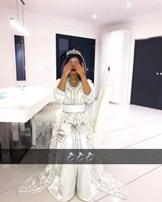 Read 💍 Partie 41 💍 from the story Chronique de Talia : tout n'est que mektoub by ReySimbaa (Simba🦁) with 394 reads. Morrocan Dress, Moroccan Bride, Moroccan Wedding, Moroccan Caftan, African Traditional Wedding, Traditional Dresses, Gala Dresses, Wedding Dresses, Afghan Wedding